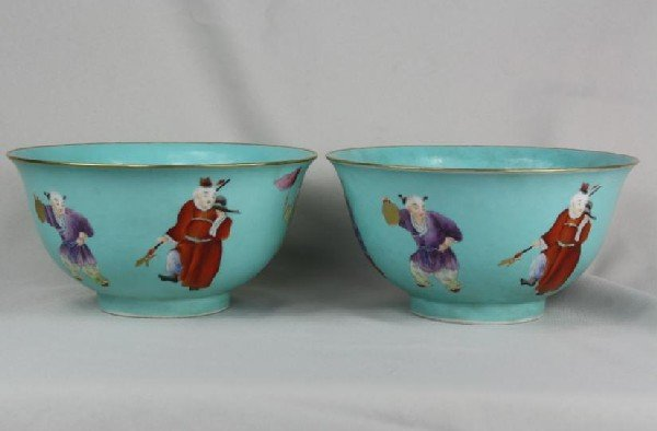 6013: A Pair of Green Ground Famille-rose Bowl