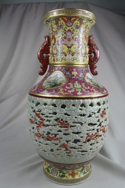 1205: Chinese Famille Rose Porcelain Vase