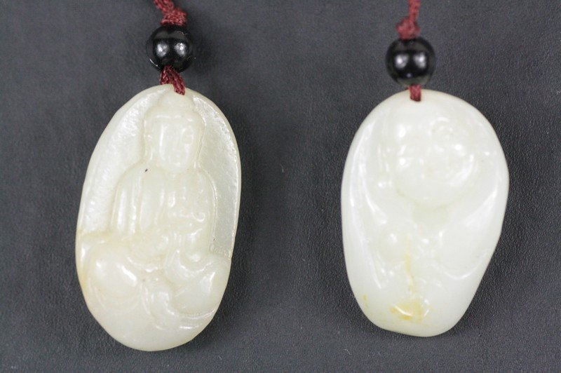 15: Chinese Carved White Jade Pendant