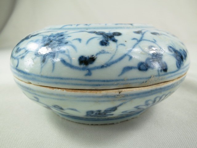 Chinese Blue and White Porcelain Box and Cover