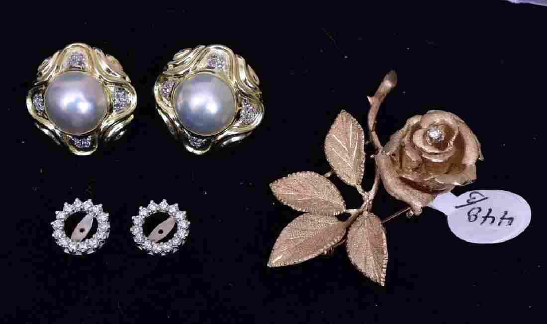 14k Gold Diamond Floral Brooch