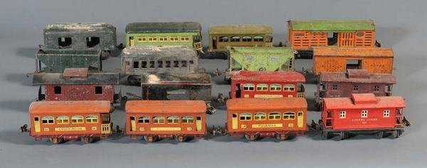 12: LIONEL O-GAUGE TRAINS group of 16 cars