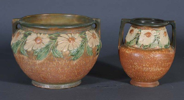 4: ROSEVILLE POTTERY JARDINAIRE AND VASE Dahlrose patte