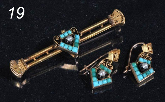 19: VICTORIAN TURQUOISE AND 10KT GOLD BAR PIN AND MATCH