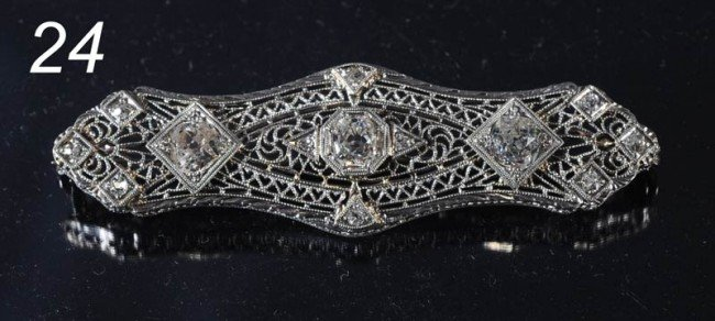24: DIAMOND AND 14KT WHITE GOLD AND PLATINUM BROACH wit