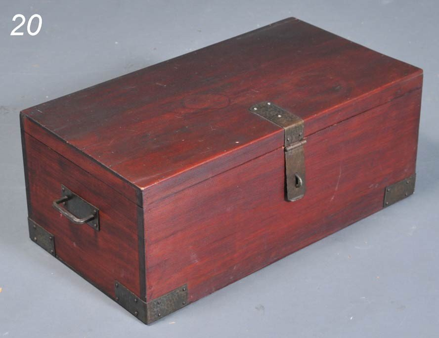20: ROYCROFT STORAGE BOX with hammered hardware incised