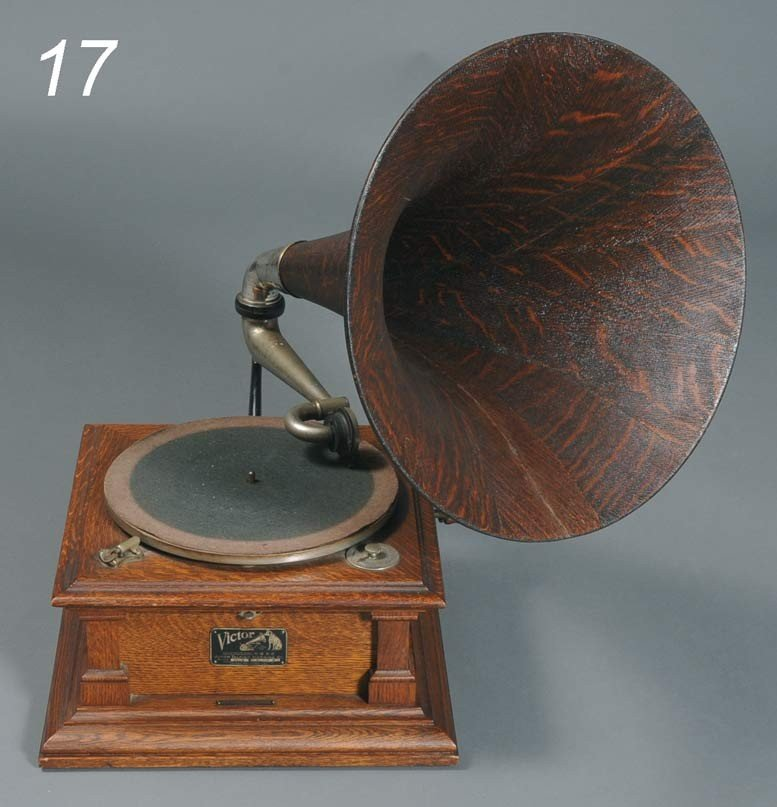 "17: VICTOR MODEL V OAK PHONOGRAPH with oak horn 15""x15"""