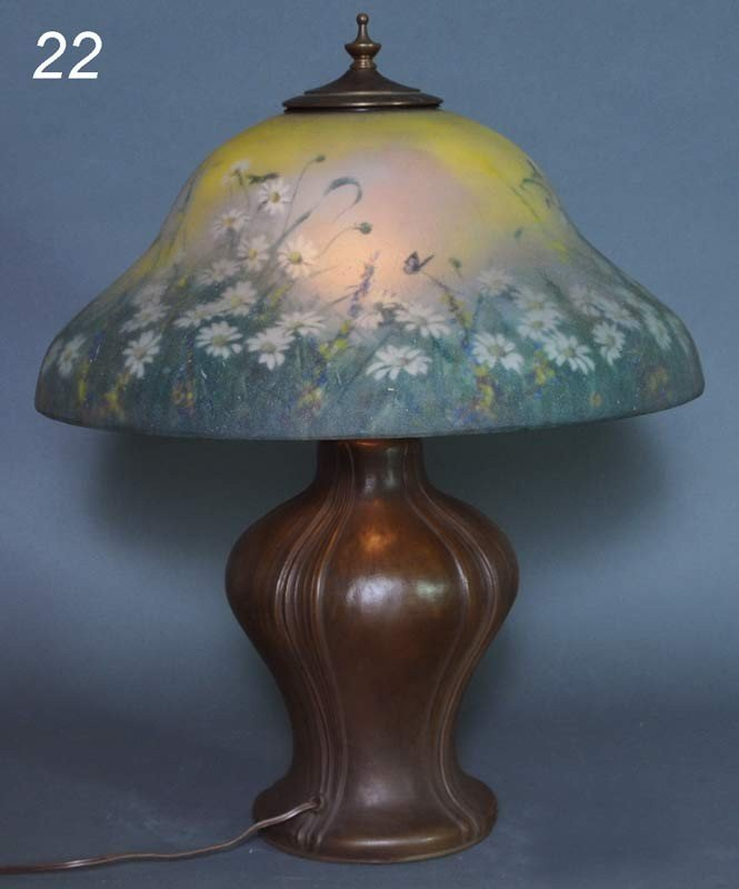 22: REVERSE PAINTED DAISY AND BEES TABLE LAMP the perio