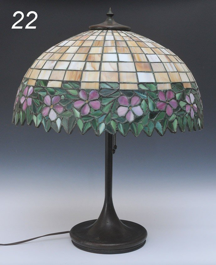 22: LEADED GLASS TABLE LAMP attributed to Handel the lo