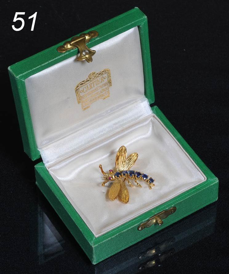 51: CARTIER 18K GOLD AND SAPPHIRE DRAGONFLY BROOCH with