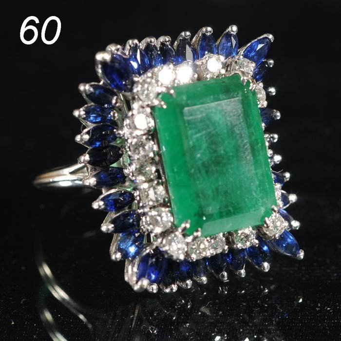 60: EMERALD RING 14k gold with diamonds and sapphires