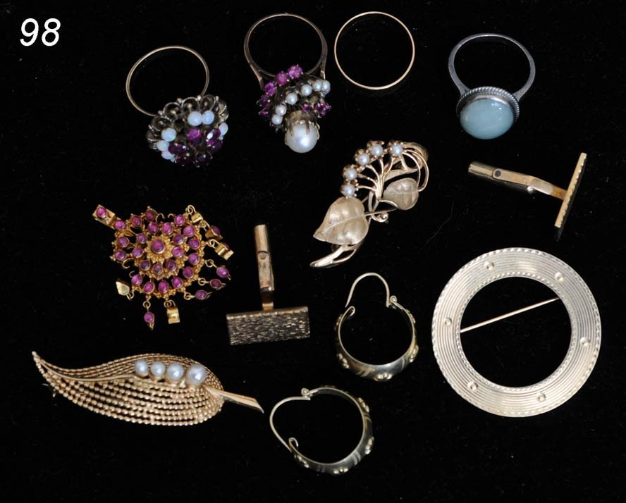 98: GROUP OF GOLD JEWERLY including 14k and 18k brooche