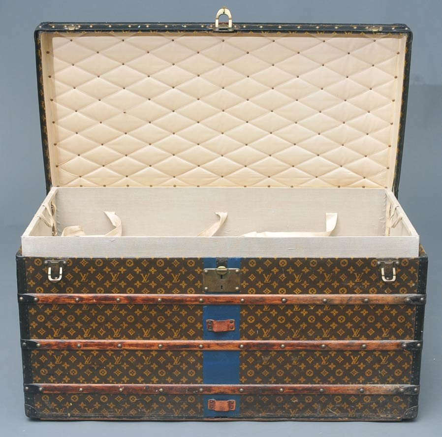 215: LOUIS VUITTON LIFT TOP TRUNK with two fitted trays - 2