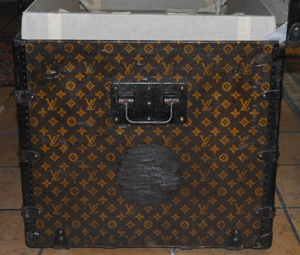 215: LOUIS VUITTON LIFT TOP TRUNK with two fitted trays - 3