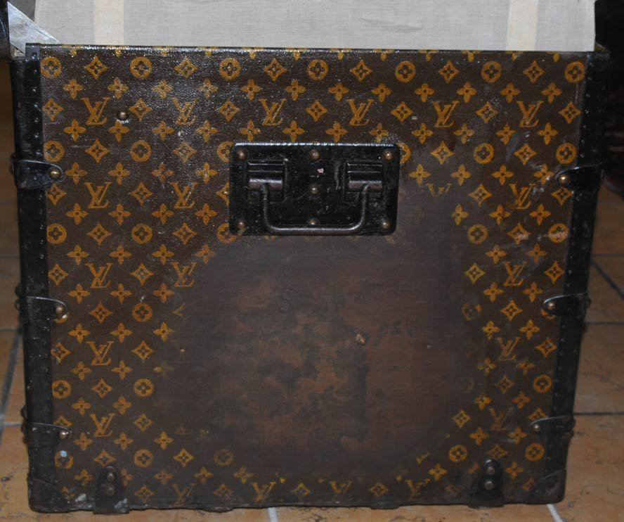 215: LOUIS VUITTON LIFT TOP TRUNK with two fitted trays - 4