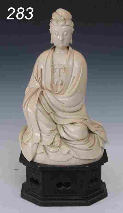 CHINESE PORCELAIN FIGURE OF A GODDESS probably 17t