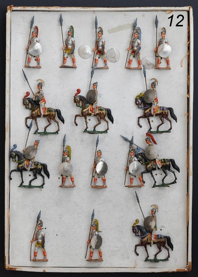 12: BOXED SET OF FEINE LEAD ROMAN SOLDIERS with ten gua