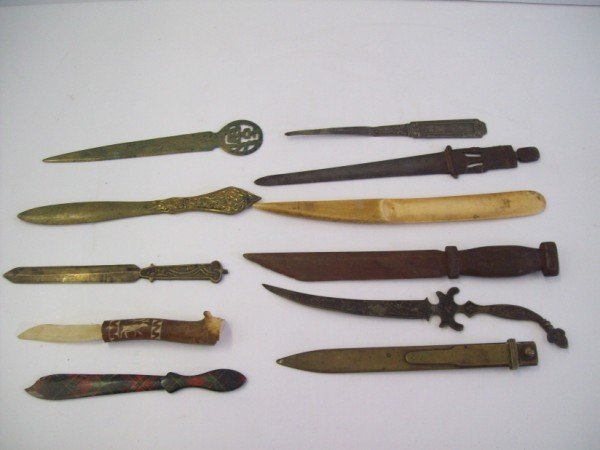 124: COLLECTION OF LETTER OPENERS/PAGE TURNERS