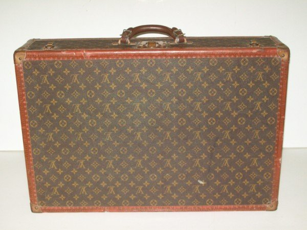 2A: LOUIS VUITTON LUGGAGE/SUITCASE