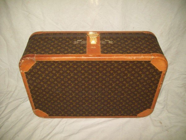 3A: LOUIS VUITTON LUGGAGE/SUITCASE