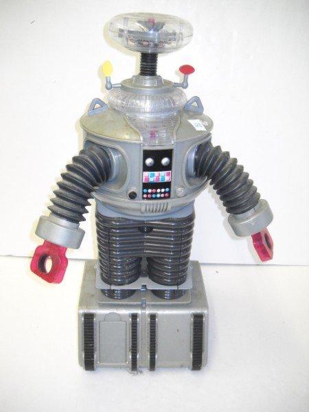 23: ROBOT TOY