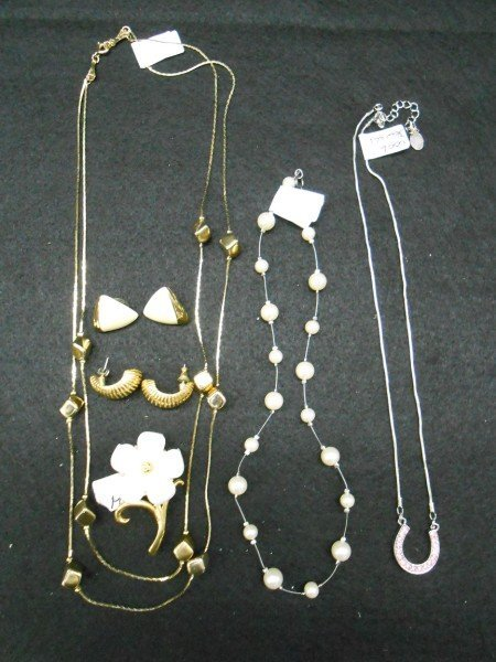 6A: 6 PIECES COSTUME JEWELRY