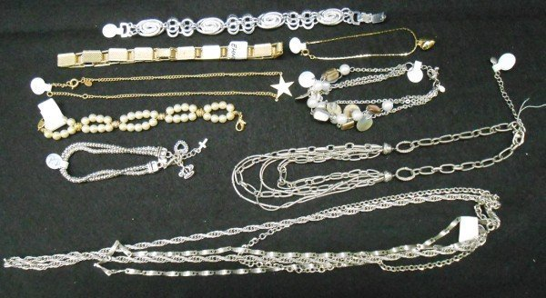 7A: 9 PIECES COSTUME JEWELRY