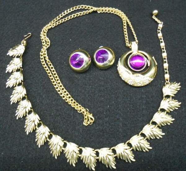 11: 3 PIECES COSTUME JEWELRY