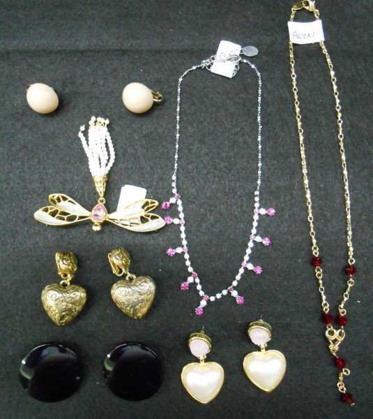 11A: 7 PIECES COSTUME JEWELRY