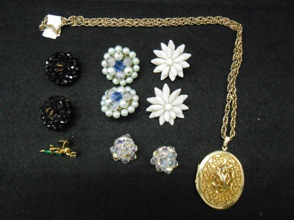 12A: 6 PIECES COSTUME JEWELRY