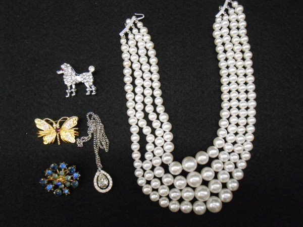 182: 5 PIECES COSTUME JEWELRY