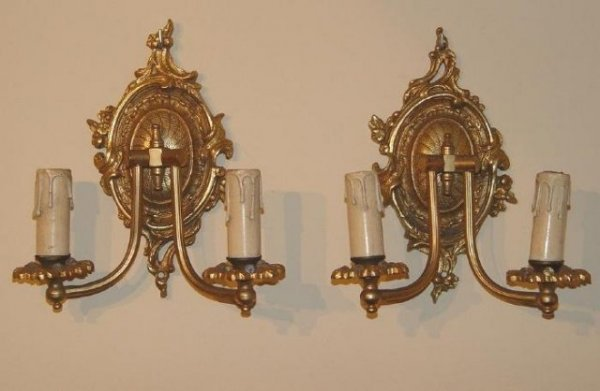 2488505: Pair of French bronze wall sconces 2 lights