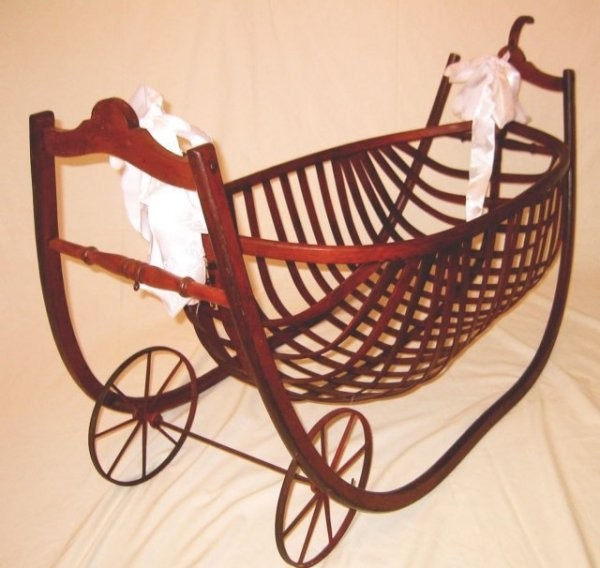 2488998: Louisiana rare Baby Cradle  Museum Piece