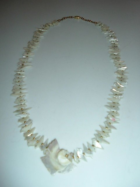2518332: Mother of Pearl Shell Bird Fetish Necklace wit