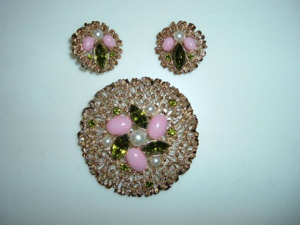 2518334: Large Sarah Coventry Brooch and Earring Set