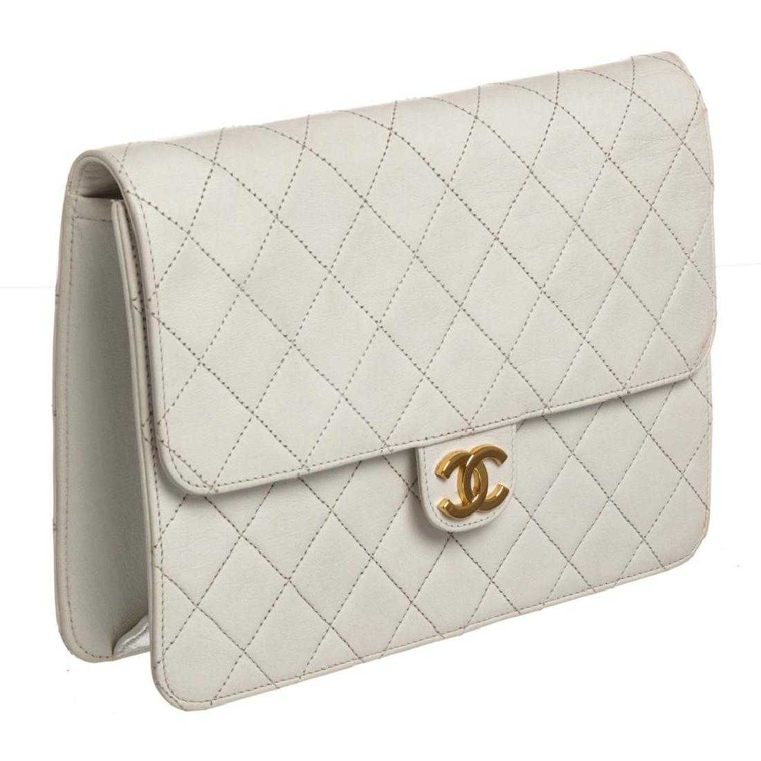 ee02a3629c437a Chanel Vintage White Quilted Lambskin Leather Single