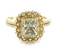 3.62 ctw Fancy Light Green and White Diamond Ring -