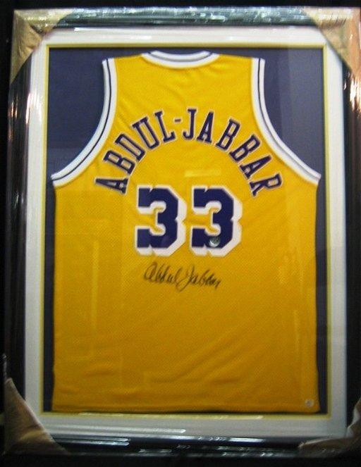 hot sale online 26b37 8420f 188: Kareem Abdul-Jabbar Framed Signed Lakers Jersey