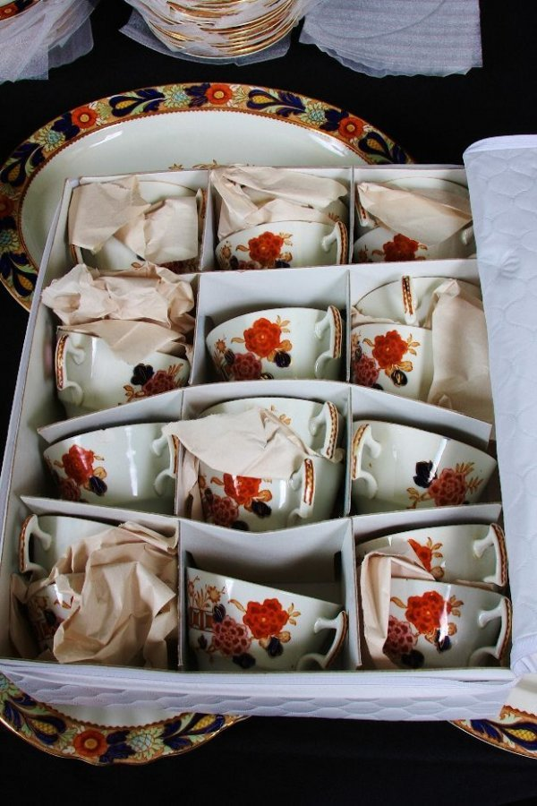 6: (97) Piece Enoch Ralph Vintage English China Set #65 - 6