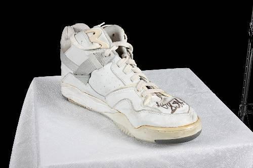 6: Byron Scott Autographed Pony Shoe Size 13