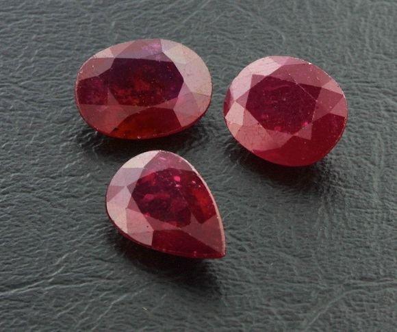 9: Ruby Parcel 3 Gemstones 26.84ctw DK04