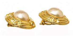 Chanel Gold Faux Pearl CC Vintage Round Clip On