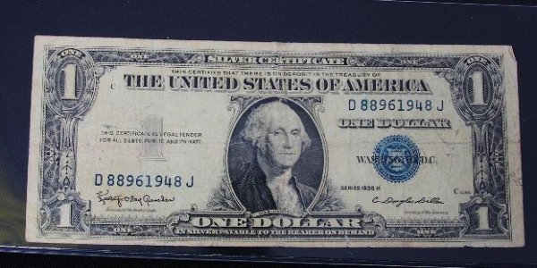 22: 1935 $1.00 Washington Silver Certificate PM272