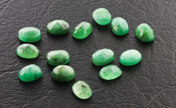 9: Emerald Parcel 14 Gemstones 20.00ctw DK351