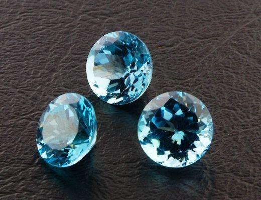 25: Blue Topaz Parcel 3 Gemstones 22.56ctw DK395