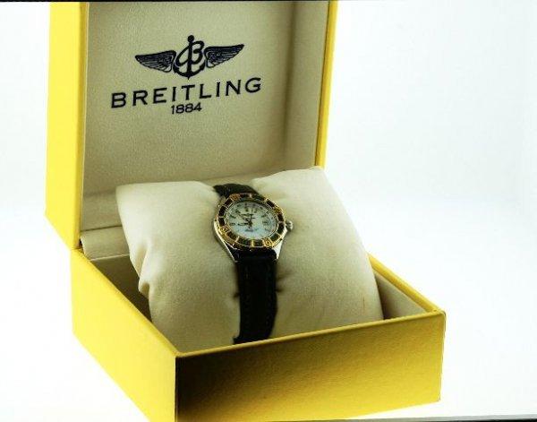 5: Breitling Ladies Watch Green Gold Bezel Model W15