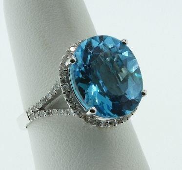 79: Blue Topaz & Diamond Large Ring 6.60 grams FJ73