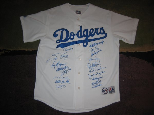 17: Los Angeles Dodgers Jersey Signed by 18 Greats