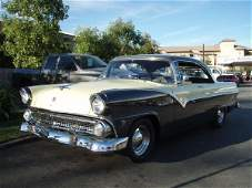 900: 1955 Ford Fairlane Victoria Vintage Car / Automobi