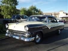 127: 1955 Ford Fairlane Victoria Vintage Car / Automobi
